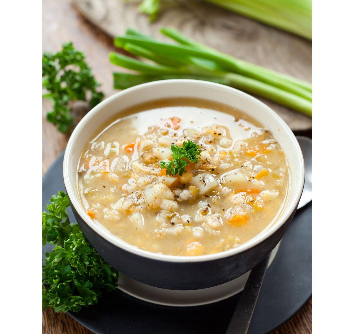 Kroupová polévka s houbami