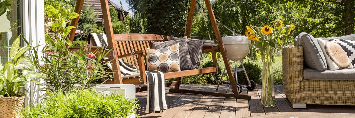 sedeni v zahrade