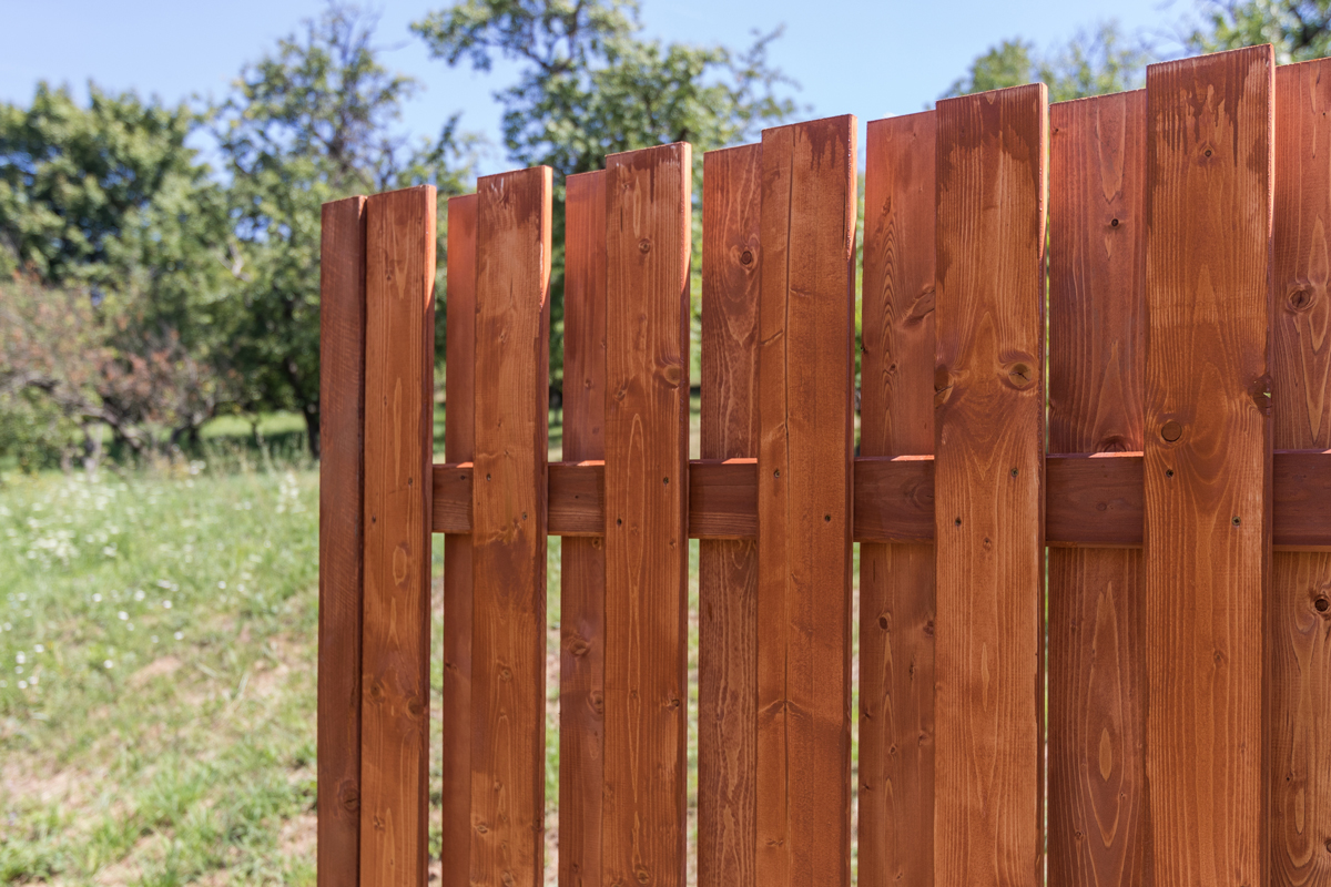 oboustranny dreveny plot