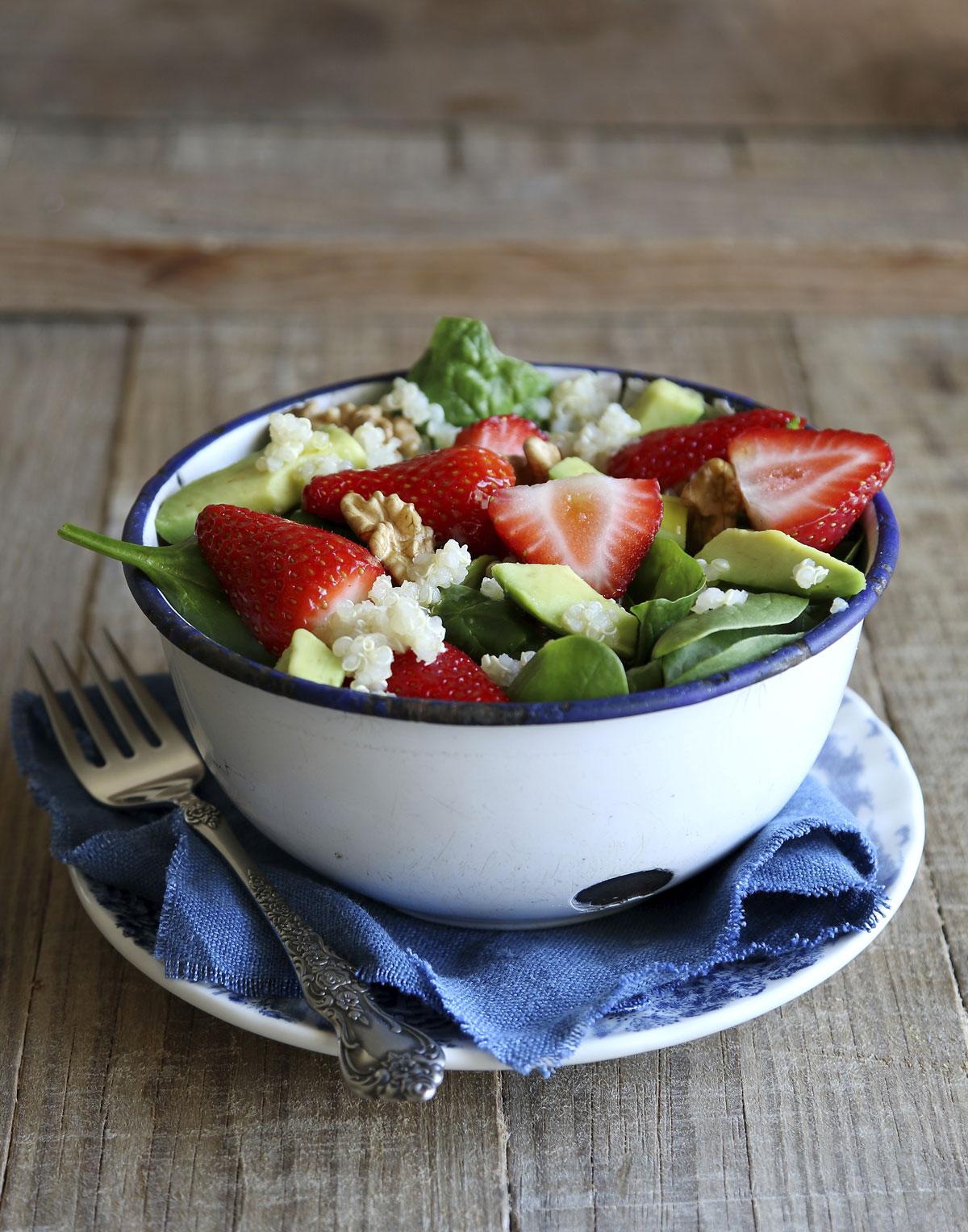 Recepty s jahodami: Jahodový salát se špenátem