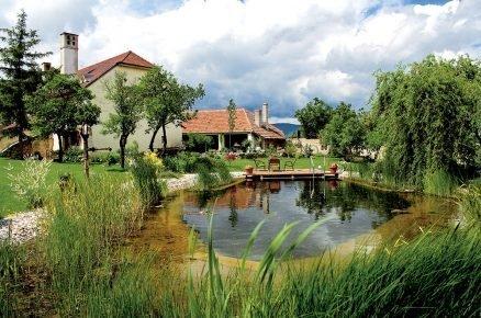 Přírodní bazén: Koupání přímo u domu na zahradě a přece bez chlóru