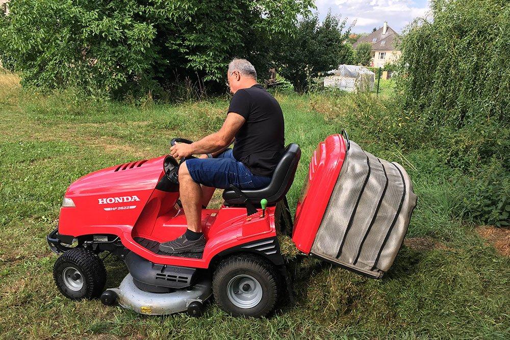 travní žací traktor