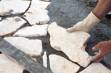 Jak a čím lepit kámen? (video)