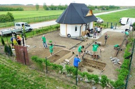 budování hřiště v zahradě