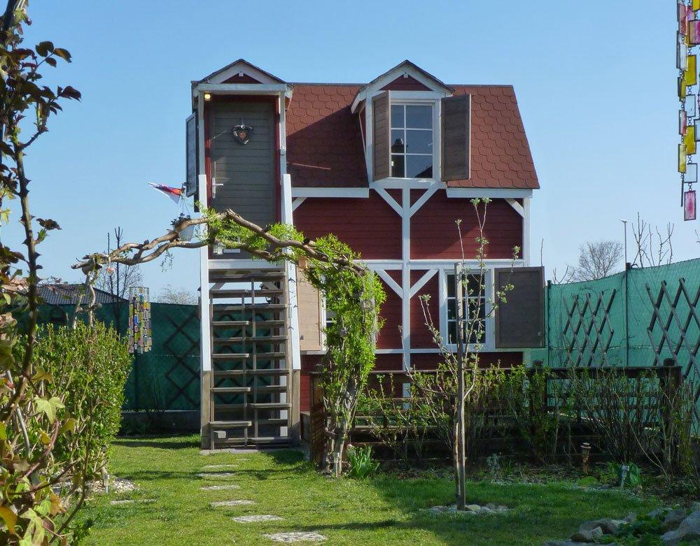 poschoďový zahradní domek