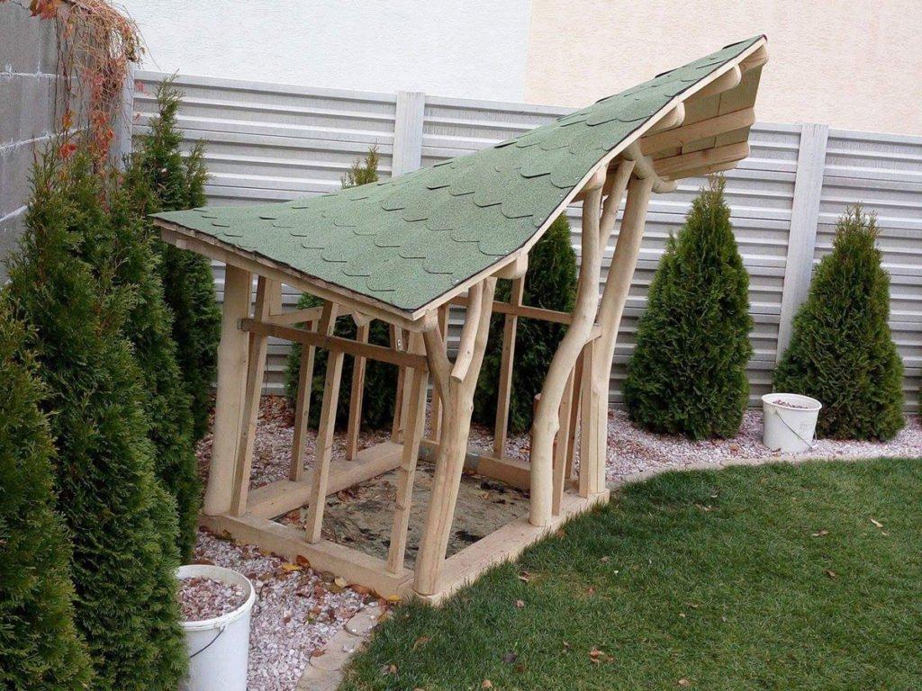 kulatinová konstrukce zahradního domku se střechou