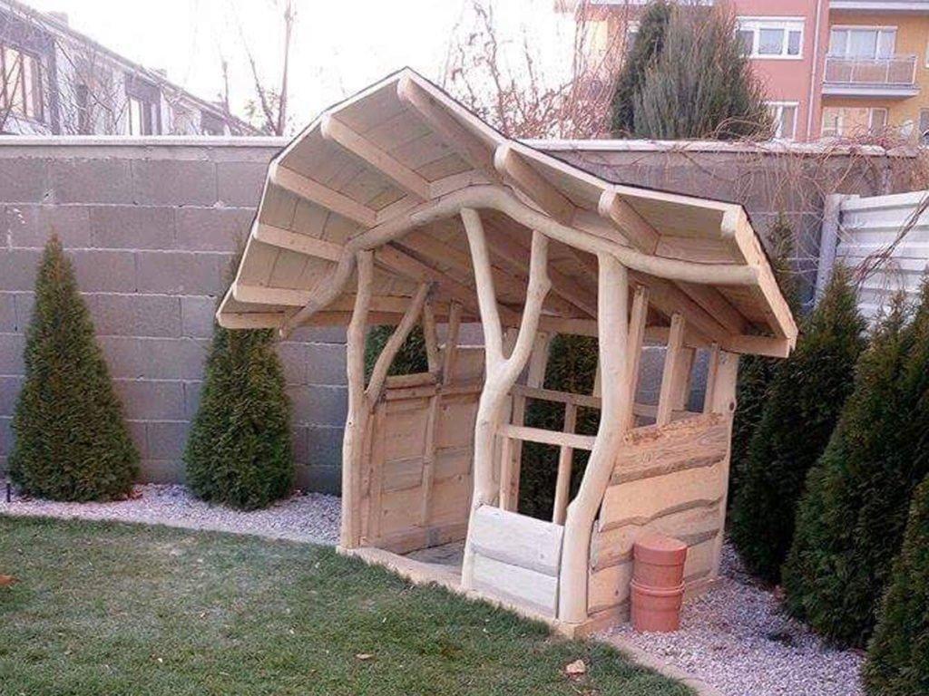 stavba dřevěného zahradního domku