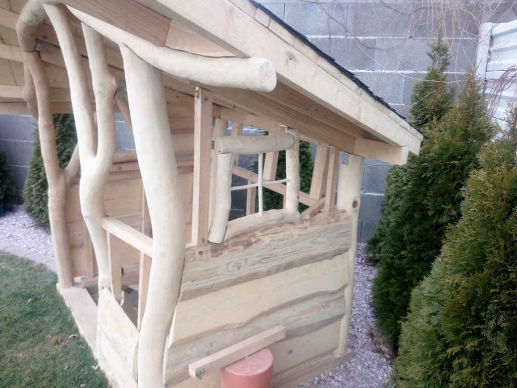 uchycování vnějšího i vnitřního obložení domku