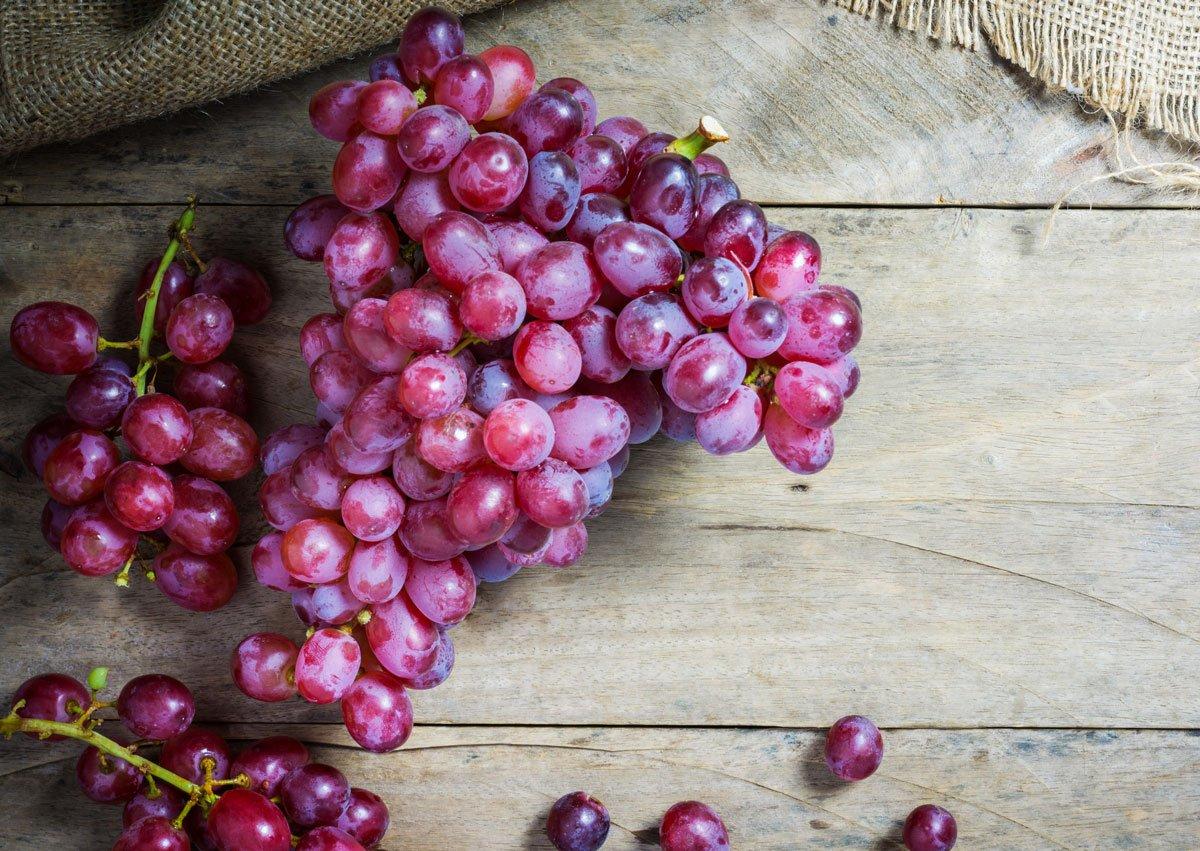 červené hroznové víno