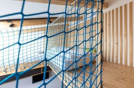 mezonetové bydleni se síti místo zábradlí