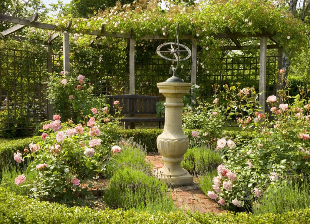 zahrada s růžemi orientovaná na jih