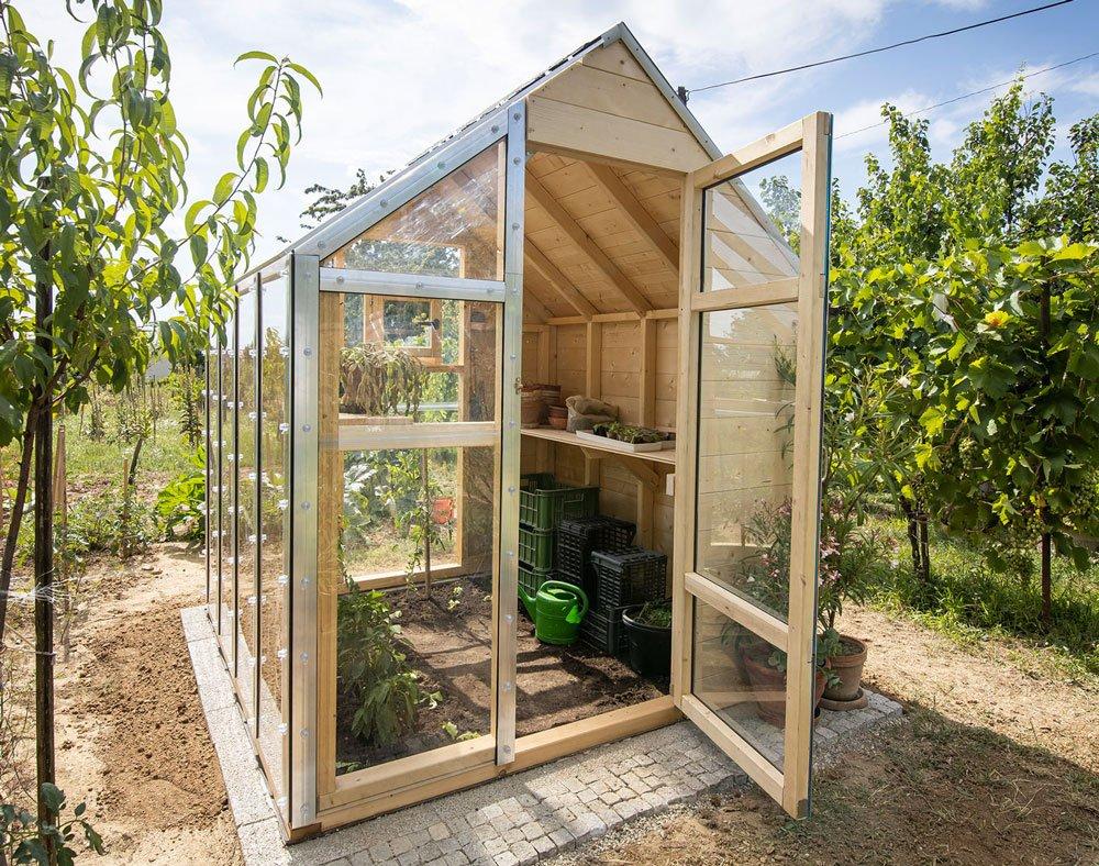 skleník ze dřeva a polykarbonátu