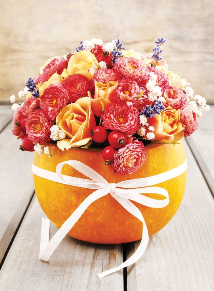 dýňové aranžmá s květinami
