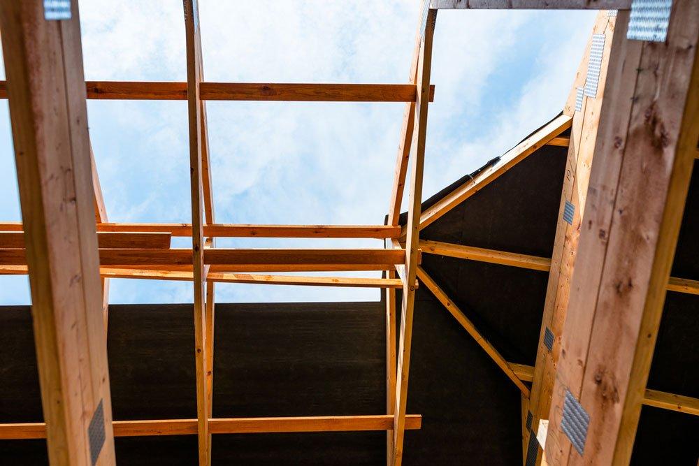 fólie na konstrukci střechy