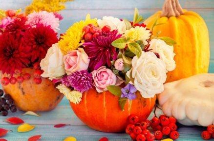 dýňové aranžmá s různymi květy