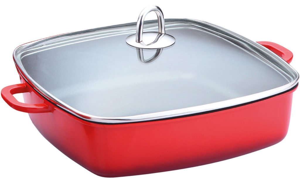 červený keramický pekáč s varnou poklicí