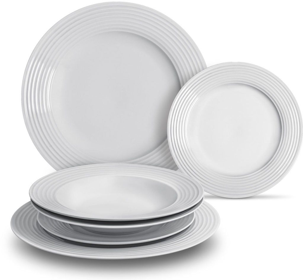 sada kulatých talířů