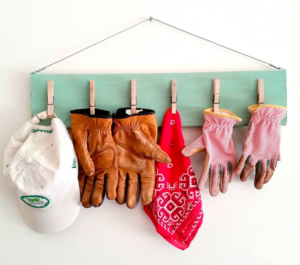 handmade dřevěný organizér s kolíčkama
