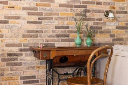 stolek vyrobený ze starožitného šicího stroje