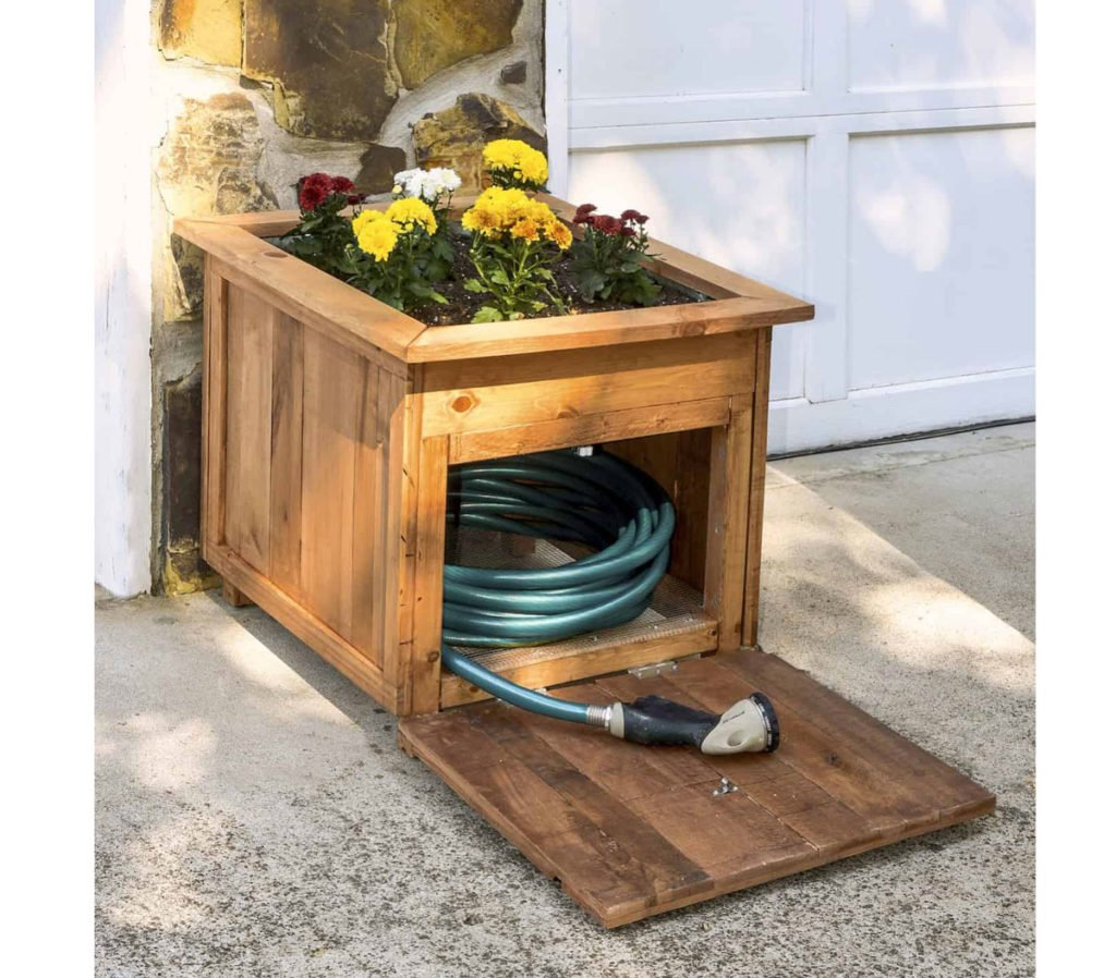 dřevěný květináč sloužíci i jako úložný box