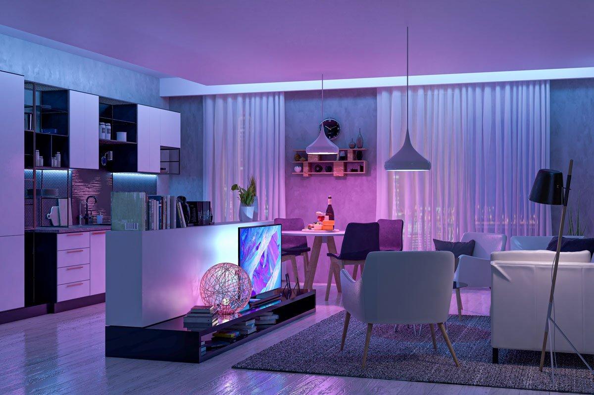 Čeho si všímat při výběru LED osvětlení a ovladače: interier s barevným LED osvětlením