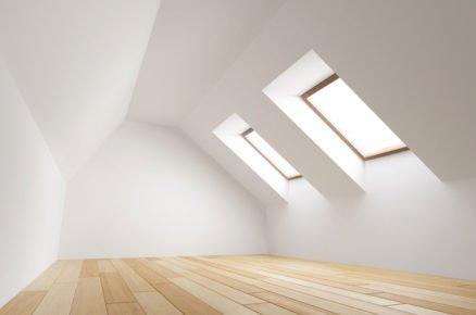Co použít na vyrovnání a zateplení podlahy v podkroví