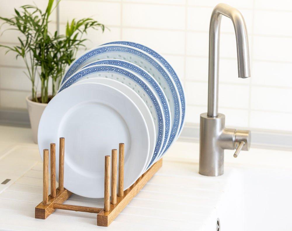 Dřevěný stojan na nádobí,