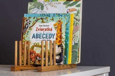 multifunkční dřevěný stojan na knížky nebo kuchyňské nádobí