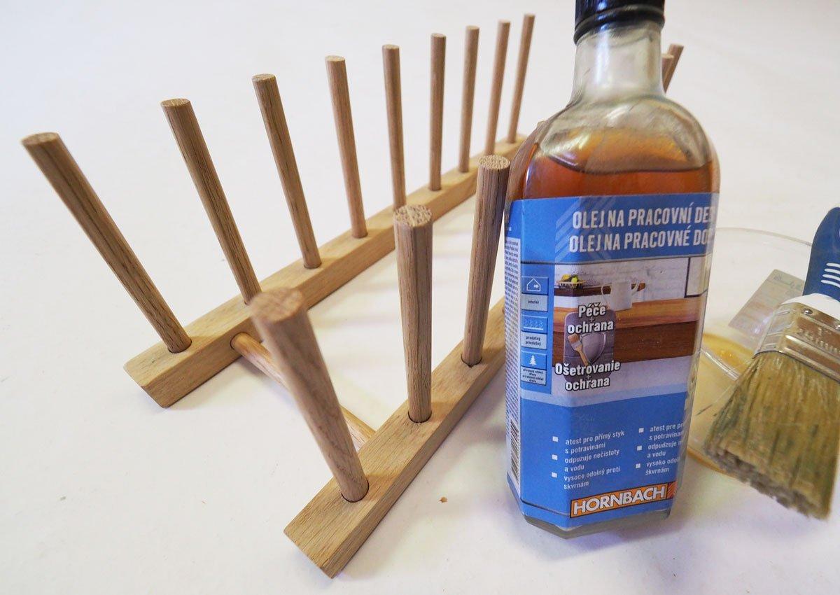 Jak vyrobit multifunkční dřevěný stojan na nádobí nebo knížky: úprava povrchu.