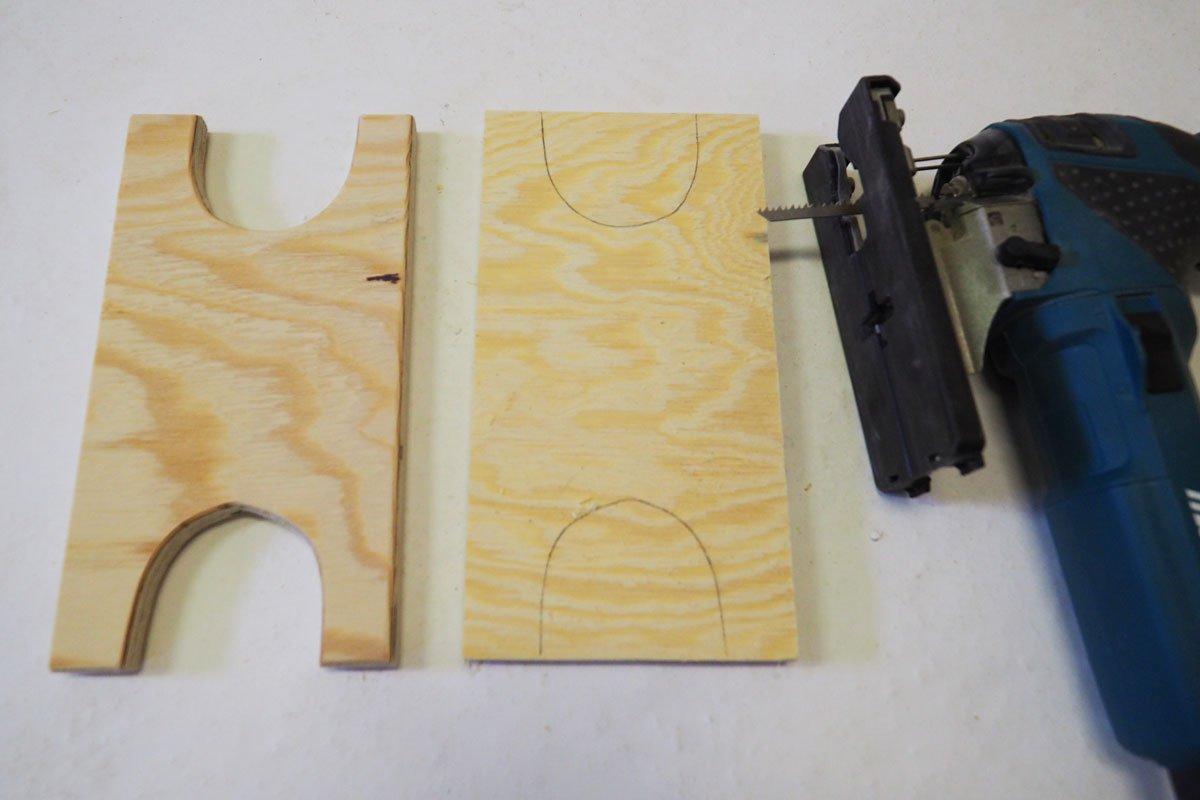 Výroba držáku na prodlužovačku: výroba držáku na kabel.