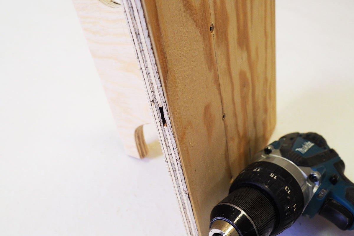 Výroba držáku na prodlužovačku: upevnění držáku.