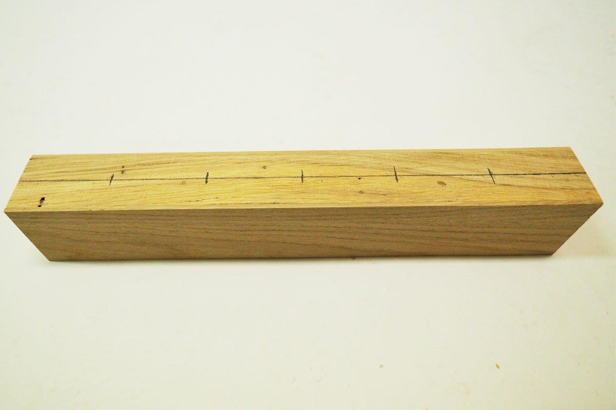 výroba magnetického držáku na nože: Vyměření otvorů