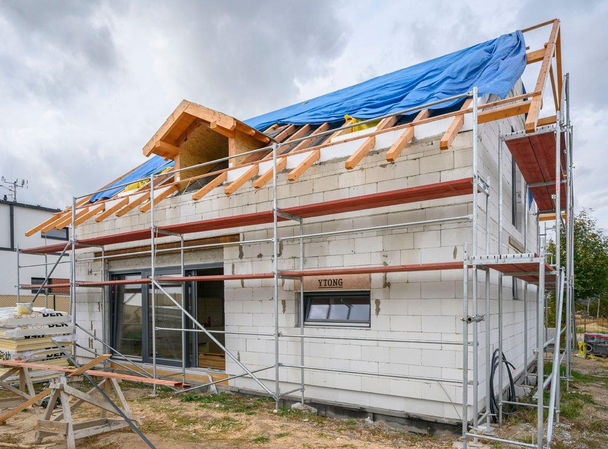Rodinný dům s masivní střechou ze systému Ytong