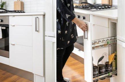 Tento šikovný výsuvný regál se vám vejde i mezi kuchyňskou linku a lednici (video)