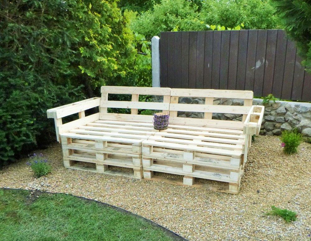 Zahradné sezení z palet.