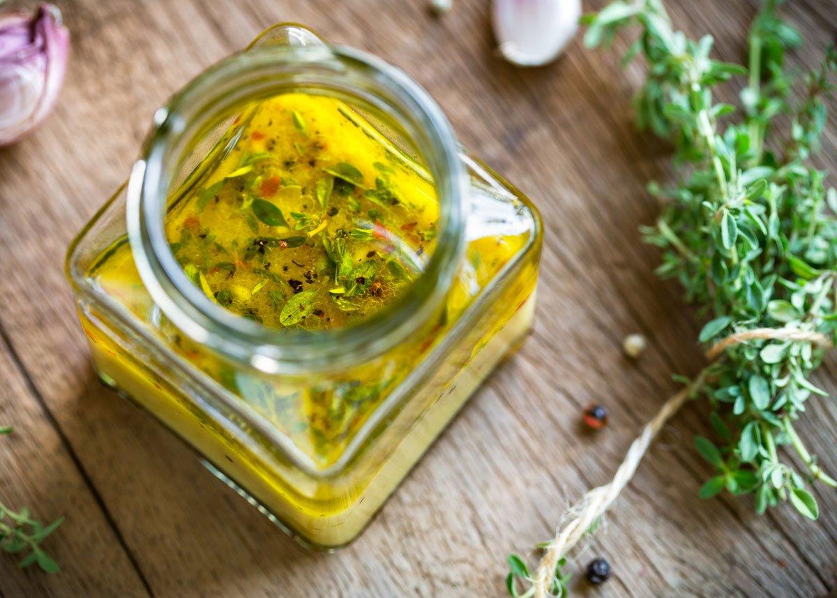 Jak pěstovat tymián: olej ochucený tymiánem