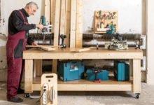 Pracovní stůl na kolečkách a s úchytkou na přesouvání svépomoci
