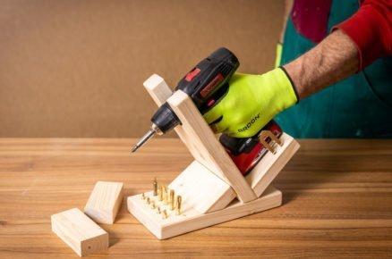 Jak vyrobit svépomoci stojan na AKU šroubovák