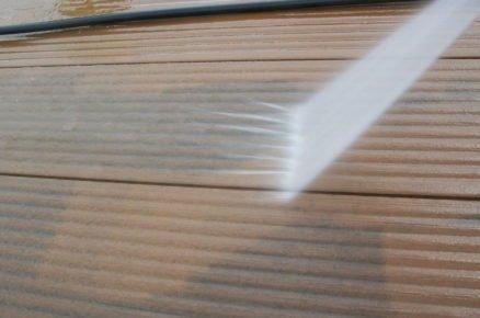 údržba WPC terasy: čistění vysokotlakovým čističem