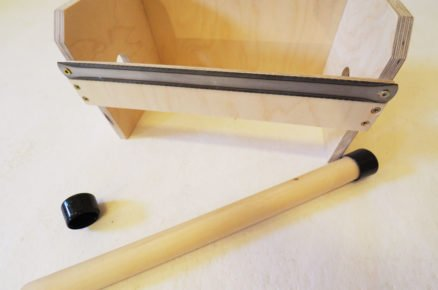 výroba zásobníku na pásky: držák pásek