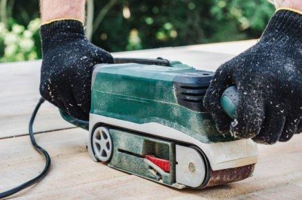 údržba WPC terasy: broušení skvrn po chemikáliích