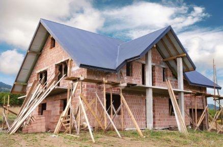 Z čeho stavět zděný dům? Pálená cihla není jediná možnost