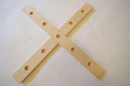 výroba házecí hry s kroužky - otvory na tyčky
