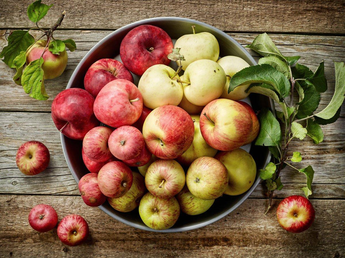 Jak skladovat ovoce a zeleninu: jablka v košíku