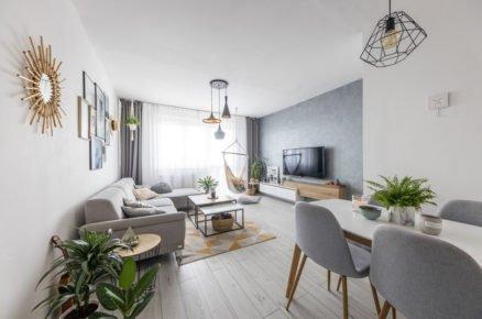 Obývací pokoj s jídelným koutem v severském stylu