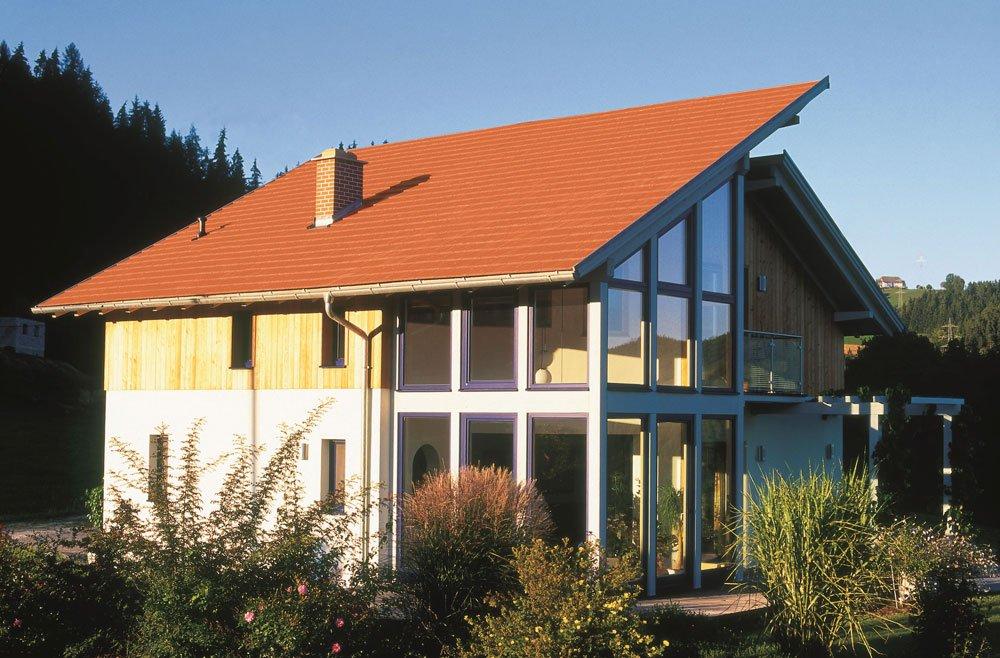 rodinný dům se střešní krytinou v přírodním odstínu terakoty