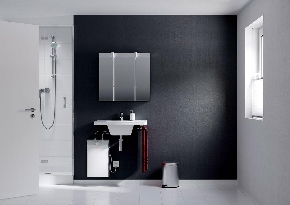 Koupelna s malým zásobníkovým tlakovým ohřívačem vody