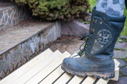 Dřevěná rohožka na boty do zahrady