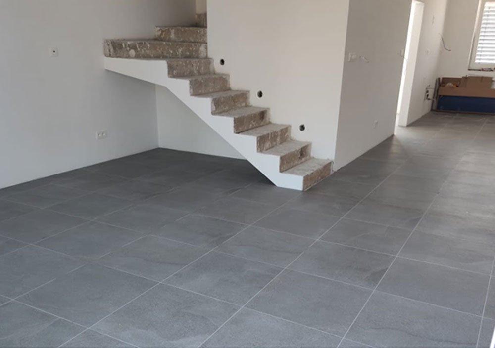 Podlaha položená leveling systémem