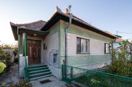 Před rekonstrukcí: Rodinný dům čtvercového půdorysu